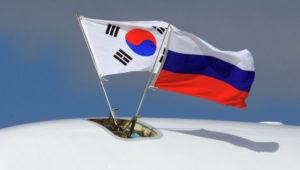 Корейский и российский флаги